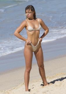 Kristina Mendonca en Bikini [2125x3000] [674.23 kb]