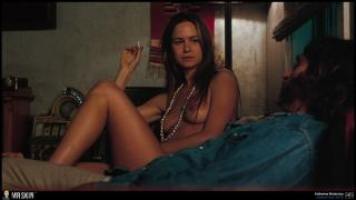 Katherine Waterston en Puro Vicio Desnuda [1940x1097] [244.58 kb]