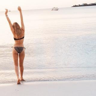 Sadie Calvano en Bikini [640x640] [96.18 kb]