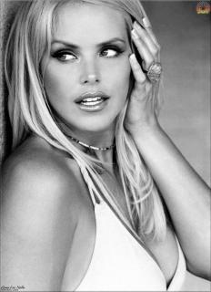 Gena Lee Nolin [509x700] [55.82 kb]