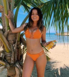 Anastasia Ashley en Bikini [1080x1207] [380.12 kb]
