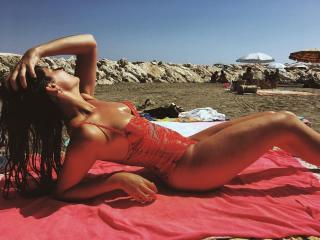 Helena Kaittani en Bikini [1080x810] [190.42 kb]