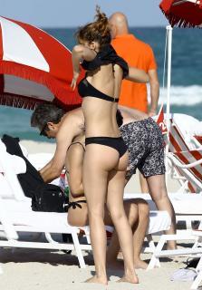 Úrsula Corberó en Bikini [1116x1600] [349.15 kb]