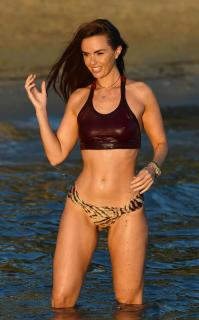 Jennifer Metcalfe en Bikini [2200x3537] [813.58 kb]