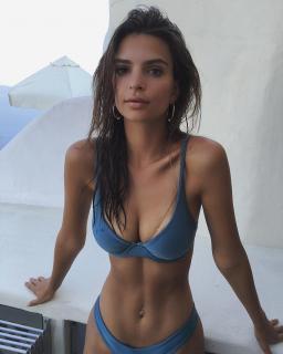 Emily Ratajkowski en Bikini [1080x1349] [184.86 kb]