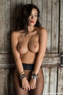 Alexandra Tyler en Playboy Desnuda [683x1024] [160.99 kb]