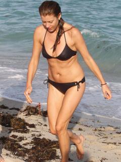 Kate Walsh en Bikini [900x1200] [174.84 kb]