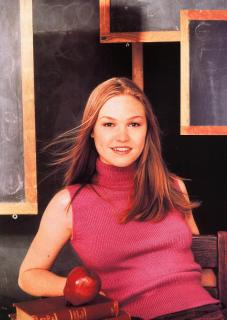 Julia Stiles [1102x1548] [294.53 kb]