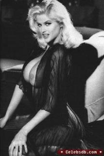 Anna Nicole Smith [322x480] [20.04 kb]