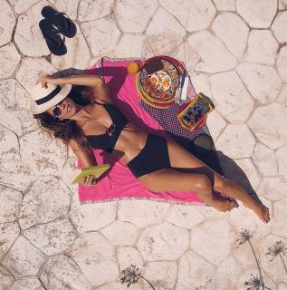Juana Acosta en Bikini [1080x1090] [350.17 kb]