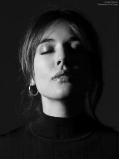 Adriana Ugarte en Vim Magazine [1109x1479] [134.21 kb]