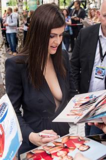 Alexandra Daddario [1440x2160] [668.65 kb]