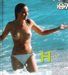 Alicia Bogo en Topless [1694x1888] [595.02 kb]