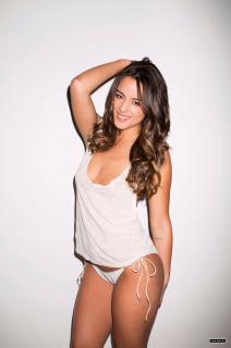 Chloe Bennet en Esquire [1211x1820] [244.84 kb]