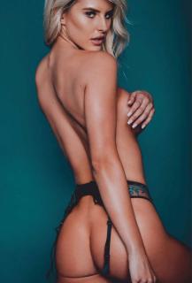 Brennah Black en Playboy [1302x1920] [208.18 kb]