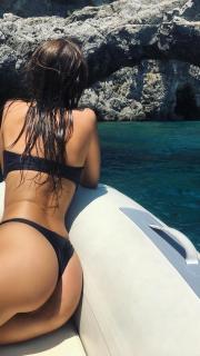 Emily Ratajkowski en Bikini [1242x2208] [406.27 kb]