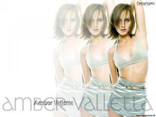 Amber Valletta [1024x768] [88.25 kb]