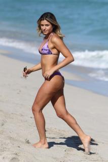 Anastasia Ashley en Bikini [1200x1800] [251.73 kb]