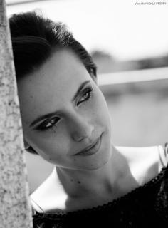 Aura Garrido en Vim Magazine [1055x1425] [193.02 kb]