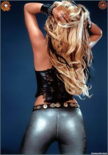 Shakira [899x1280] [204.51 kb]