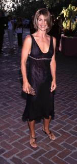 Lori Loughlin [1424x3000] [396.78 kb]