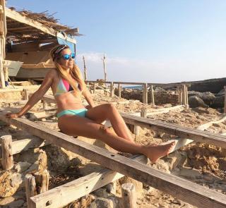 Natalia Rodríguez in Bikini [1080x996] [287.58 kb]