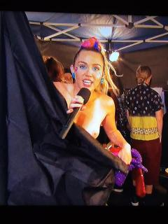 Miley Cyrus [600x800] [91.5 kb]