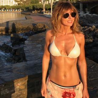 Emma García in Bikini [1023x1023] [219.38 kb]
