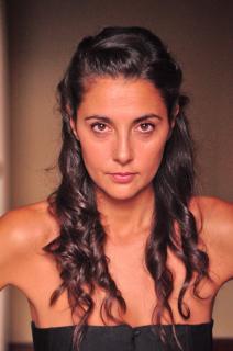 Almudena León [1992x3000] [1302.3 kb]