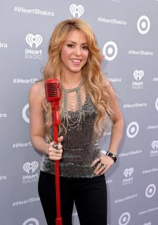 Shakira [723x1024] [142.2 kb]