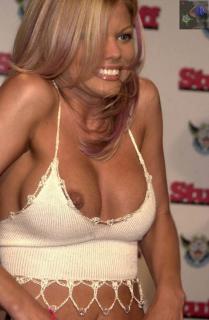 Donna D'Errico Nude [555x846] [89.62 kb]