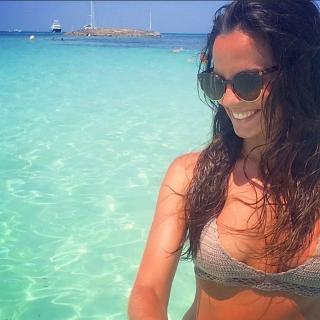Ana Cuesta en Bikini [640x640] [89.16 kb]