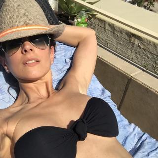 Nuria Fergó en Bikini [640x640] [119.92 kb]