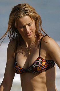Téa Leoni en Bikini [600x910] [70.78 kb]