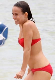 Marta Etura en Bikini [552x800] [34.42 kb]