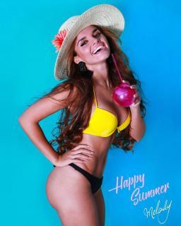 Melody Ruiz en Bikini [1080x1349] [202.93 kb]