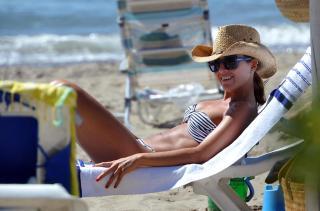Virginia Troconis en Bikini [1338x884] [160.99 kb]