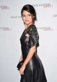 Selena Gomez [1126x1600] [171.24 kb]