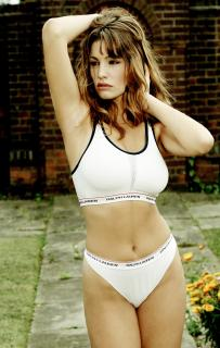 Kelly Brook [2997x4724] [2030.83 kb]