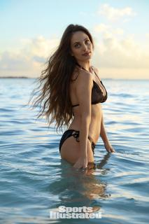 Alexa Ray Joel en Si Swimsuit 2017 [1280x1920] [297.32 kb]