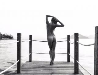 Genevieve Morton en Calendario 2017 Desnuda [1368x1050] [164.81 kb]