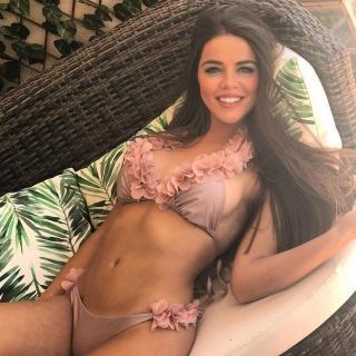 Violeta Mangriñan en Bikini [1080x1080] [242.39 kb]