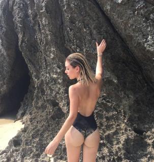 Priscila Hernández en Bikini [907x957] [280.04 kb]