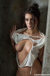 Alexandra Tyler en Playboy Desnuda [683x1024] [156.44 kb]