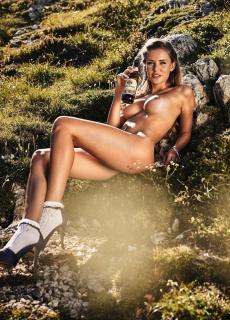 Julia Prokopy en Playboy Desnuda [936x1300] [401.31 kb]