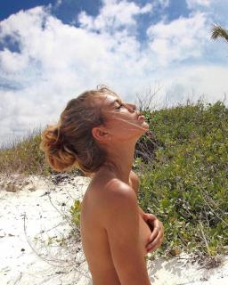 Jessica Goicoechea en Topless [740x924] [225.83 kb]