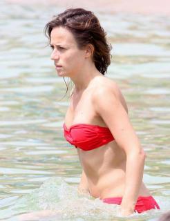 Marta Etura en Bikini [616x800] [54 kb]