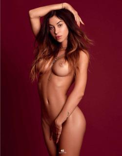 Valentina Fradegrada en Playboy Desnuda [1270x1625] [222.7 kb]