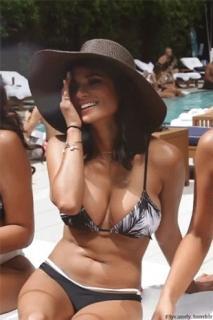Diane Guerrero en Bikini [310x465] [43.26 kb]