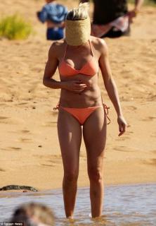 Cameron Diaz in Bikini [800x1153] [97.02 kb]